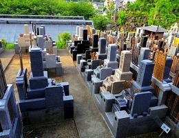 西方寺の墓地